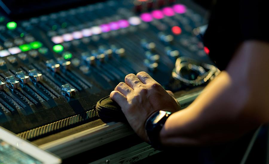 Mixer vos sons comme un pro grâce à la formation en mixage audio d'Essentiel Studio